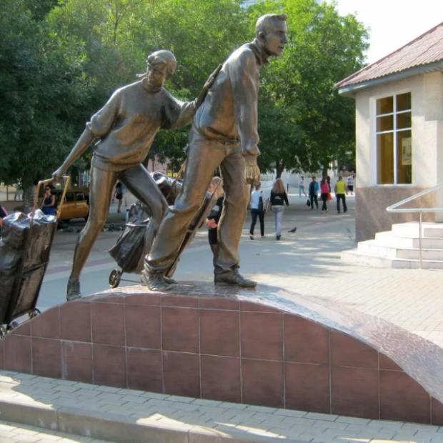 памятники белгорода фото с описанием красивый, обаятельный мужчина