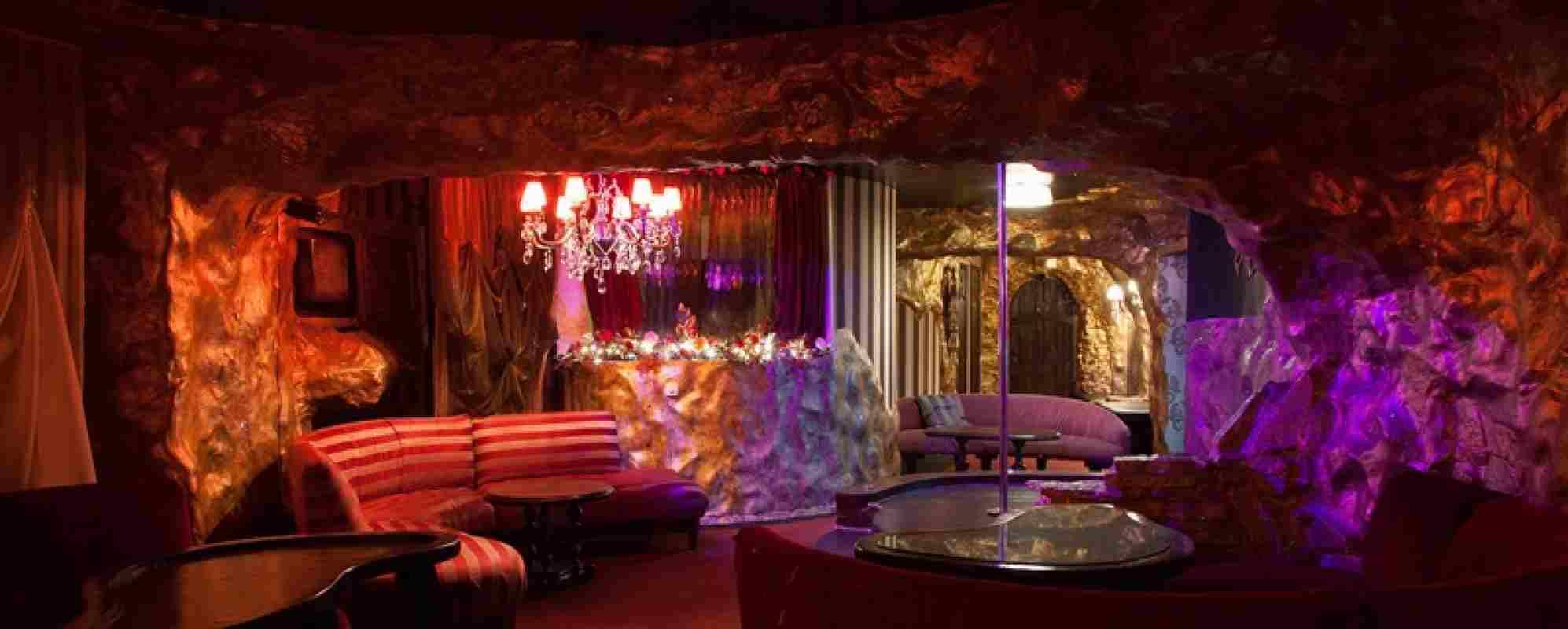 Черный лед стриптиз клуб вакансии уборщицы в ночных клубах москвы